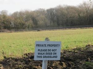 POdkreślane jest wyraźnie gdzie publiczny teren, a gdzie prywatny.