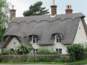 Urolkliwe, domy pokryte strzechą , cząsto są na liście obiektów chronionych.